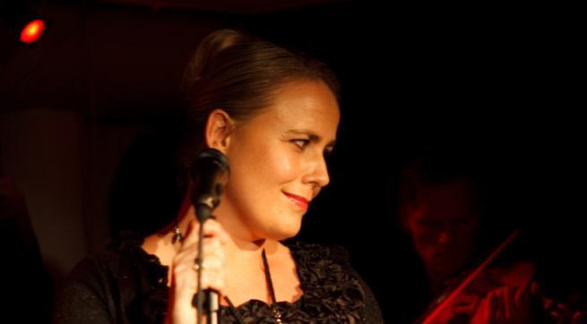 Camilla Maria presenterer nye sanger til dikt av Karin Boye